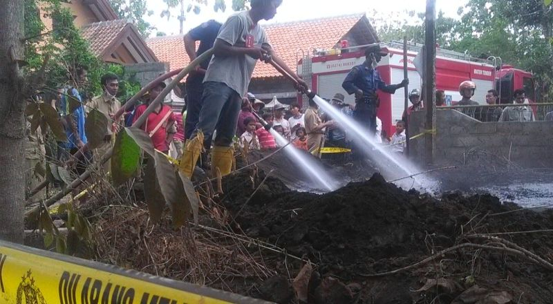 https: img-z.okeinfo.net content 2014 11 03 340 1060326 warga-sleman-dihebohkan-keluarnya-asap-dari-tanah-fFE1msLuSE.jpg