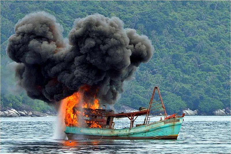 https: img-z.okeinfo.net content 2014 12 10 320 1077248 terapi-kejut-jokowi-bagi-pencuri-ikan-asing-rnKh98DgXU.jpg