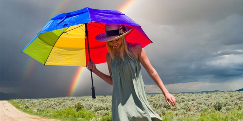 https: img-z.okeinfo.net content 2014 12 10 79 1077177 tetap-stylish-saat-musim-hujan-VuKuHhSDNB.jpg