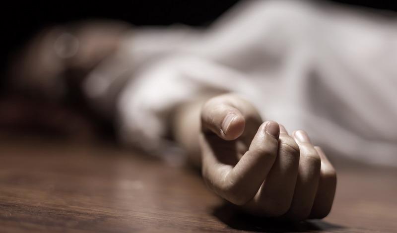 https: img-z.okeinfo.net content 2014 12 25 340 1083859 pelajar-tewas-di-pangkuan-ibunya-saat-rayakan-natal-6i7CXShXhG.jpg