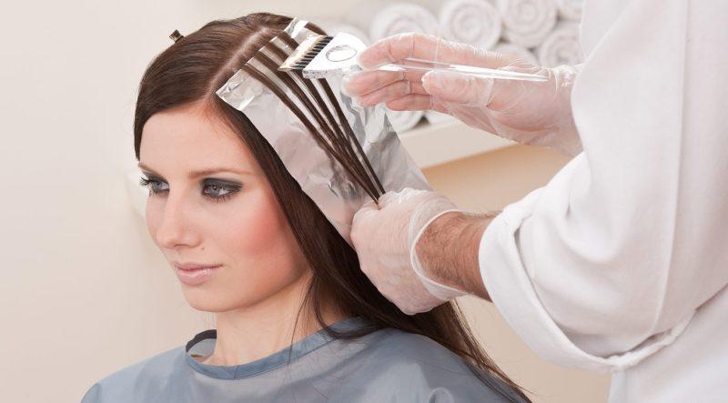 https: img-z.okeinfo.net content 2015 01 15 83 1092499 bukan-salah-salon-jika-rambut-rusak-usai-diwarnai-dpkRteLm6P.jpg