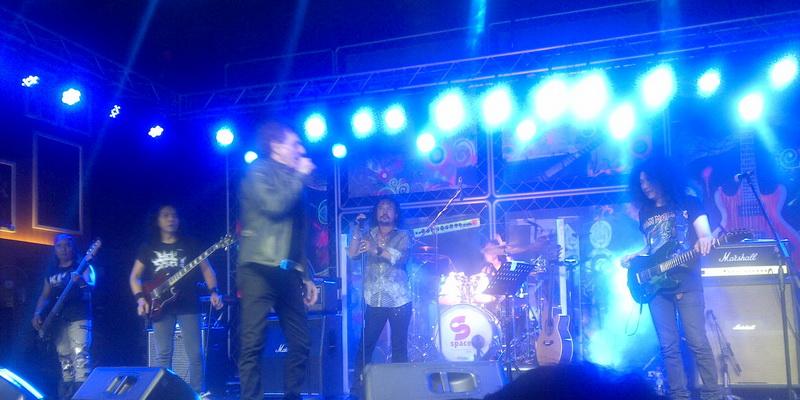 https img z.okeinfo.net content 2015 02 06 205 1102200 ahmad albar puji musikalitas band classic rock ini kk2EwyCOcI.jpg
