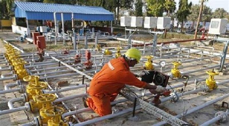 https: img-z.okeinfo.net content 2015 03 09 19 1115602 pln-lelang-gas-alam-cair-untuk-indonesia-tengah-nPT61BkWbk.jpg