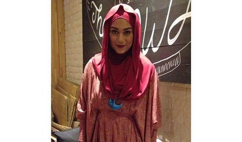 https: img-z.okeinfo.net content 2015 03 27 33 1124959 talita-latief-mulai-belajar-menggunakan-hijab-6JpYjHjOSR.jpg