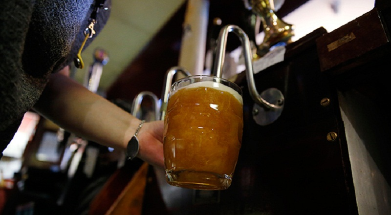 https: img-z.okeinfo.net content 2015 04 17 320 1135756 minuman-berkadar-alkohol-tinggi-dijual-di-mana-GOdg8I0XE9.jpg
