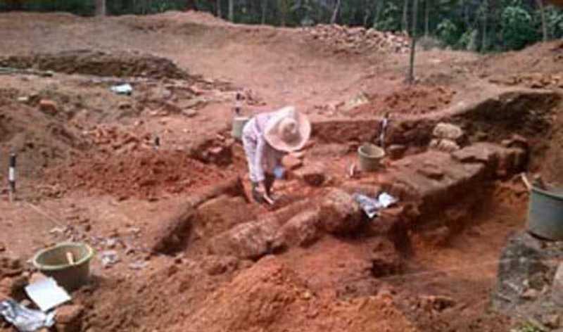 https: img-z.okeinfo.net content 2015 05 27 340 1155862 bangunan-kuno-ditemukan-di-tempat-angker-SyFyHWyuwc.jpg