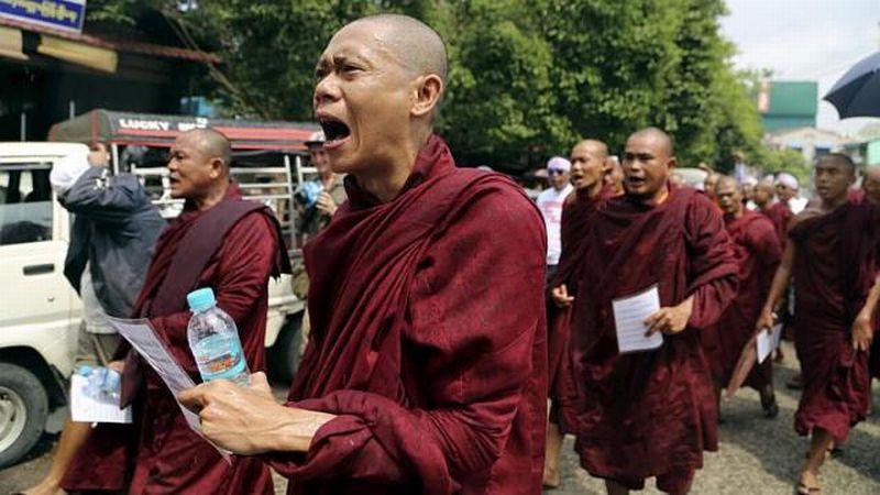 https: img-z.okeinfo.net content 2015 06 14 18 1165244 500-umat-budha-radikal-tolak-selamatkan-rohingya-M5D50EkwyJ.jpg