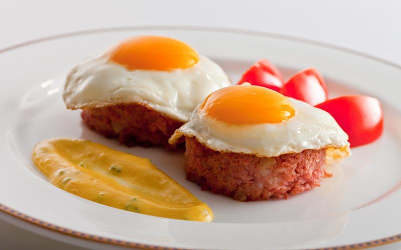 https: img-z.okeinfo.net content 2015 08 31 298 1205830 chef-arnold-mandiri-masak-menu-sarapan-c87qJed9E6.jpg