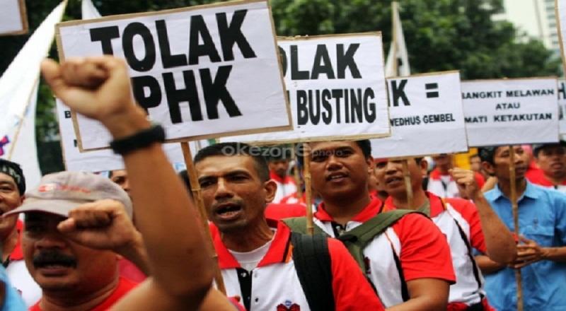 https: img-z.okeinfo.net content 2015 09 28 320 1221927 marak-phk-mendag-sebut-kondisi-indonesia-genting-Nes55Aimi7.jpg
