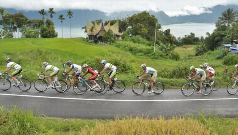 https: img-z.okeinfo.net content 2015 10 01 43 1223977 pembalap-sepeda-tuan-rumah-absen-di-tour-de-singkarak-2015-YptZke9UI1.jpg