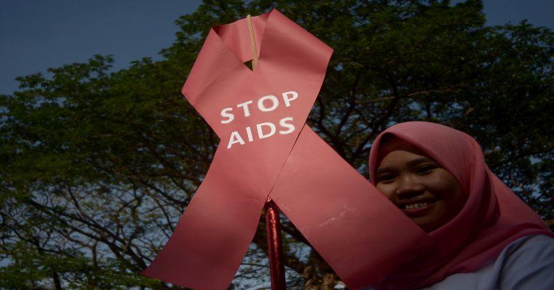 https: img-z.okeinfo.net content 2015 12 08 338 1263088 awak-bis-dan-petugas-terminal-pasar-minggu-jalani-test-hiv-aids-VDXKcDkpuN.jpg