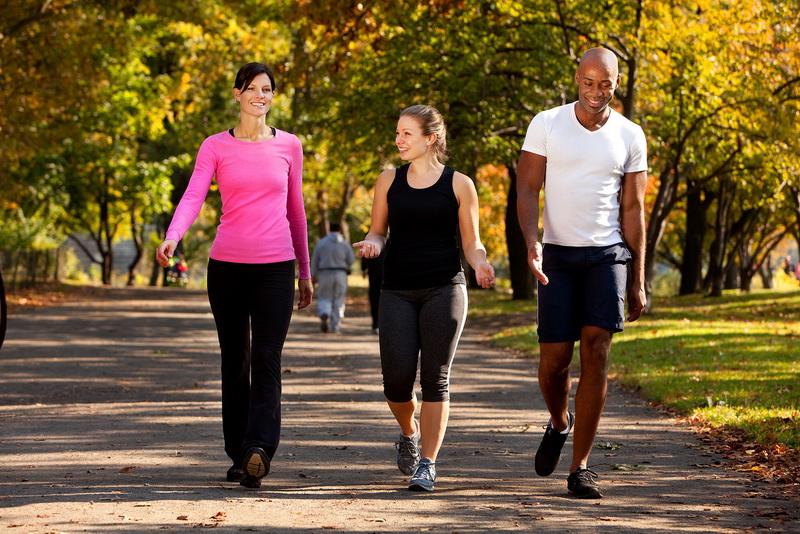 https: img-z.okeinfo.net content 2016 05 18 481 1391304 rutin-berjalan-kaki-cegah-osteoporosis-TkSQ2A3Wii.jpg