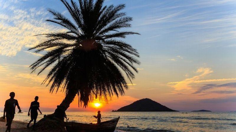 https: img-z.okeinfo.net content 2016 05 26 406 1397982 di-pantai-ini-wisatawan-tak-boleh-telanjang-hwyVh2JvES.jpg