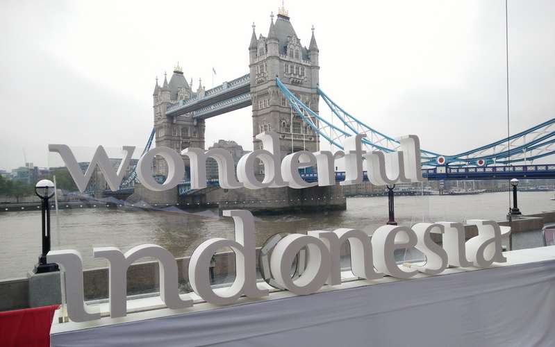https: img-z.okeinfo.net content 2016 05 28 406 1400213 wow-ada-wonderful-indonesia-di-potters-field-london-VQTwh29eM9.jpg