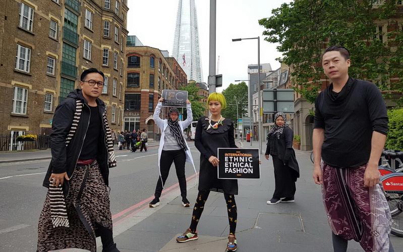 https: img-z.okeinfo.net content 2016 05 29 194 1400706 penampilan-terbaik-desainer-ifc-di-indonesian-weekend-london-P5nCC4yqeE.jpg