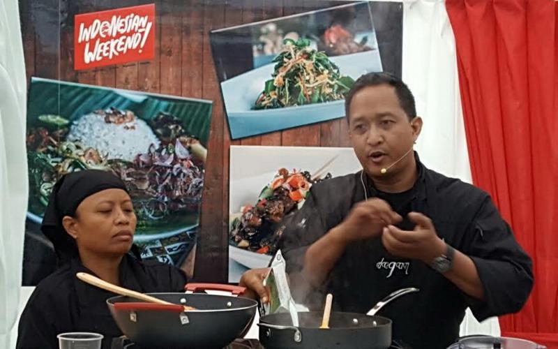 https: img-z.okeinfo.net content 2016 05 31 298 1402621 indonesian-weekend-chef-degan-ajak-turis-dunia-masak-makanan-nusantara-IXaK6mFKQZ.jpg