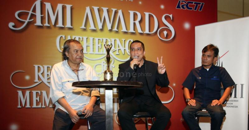 https: img-z.okeinfo.net content 2016 06 14 205 1414952 dwiki-dharmawan-ajak-musisi-daftarkan-karya-ke-ami-awards-19-mPQN5tx3j3.jpg