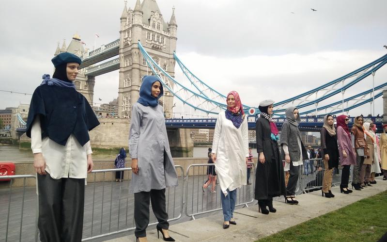 https: img-z.okeinfo.net content 2016 06 27 194 1426234 bekerja-karena-ibadah-bisnis-hijab-elidawati-melambung-tinggi-TibXK6mjEL.jpg