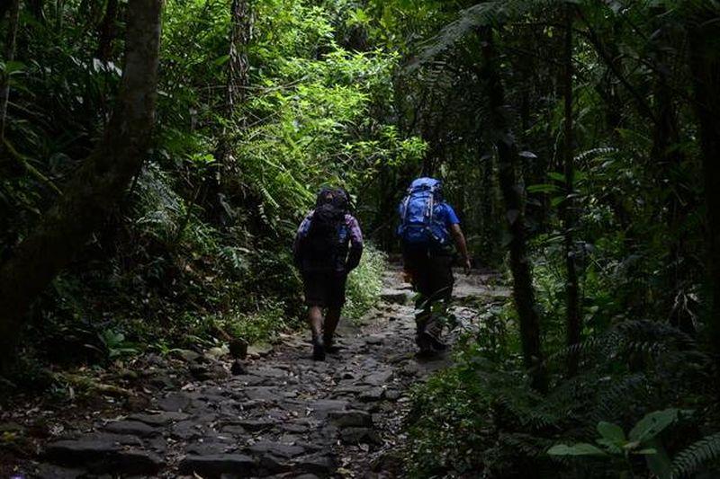 https: img-z.okeinfo.net content 2016 06 27 406 1426040 gunung-papandayan-pastikan-tiket-mendaki-naik-FlVg9XyYiM.jpg