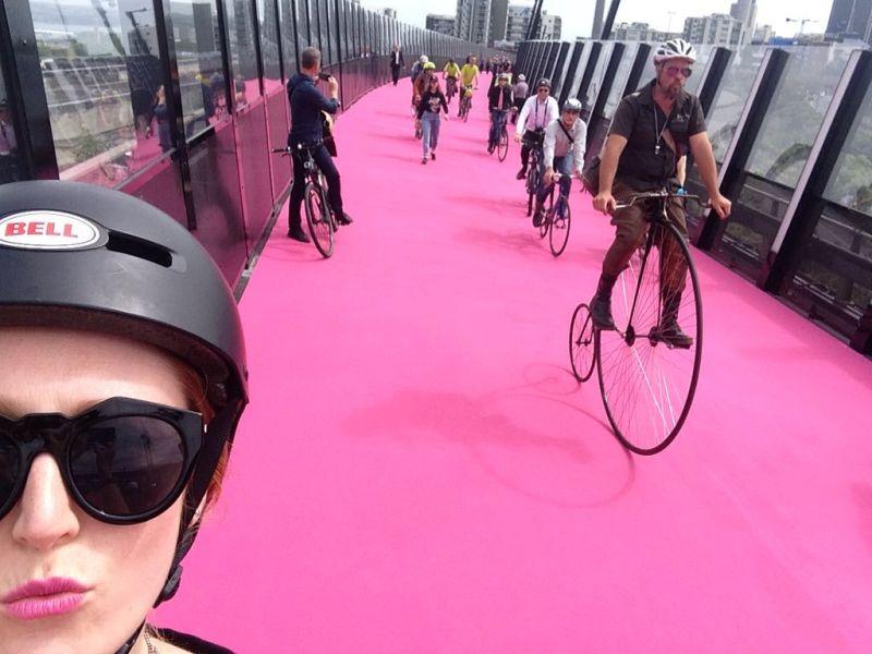 https: img-z.okeinfo.net content 2016 07 17 406 1439756 jalur-sepeda-di-auckland-berwarna-pink-nJh7s2YmaH.jpg