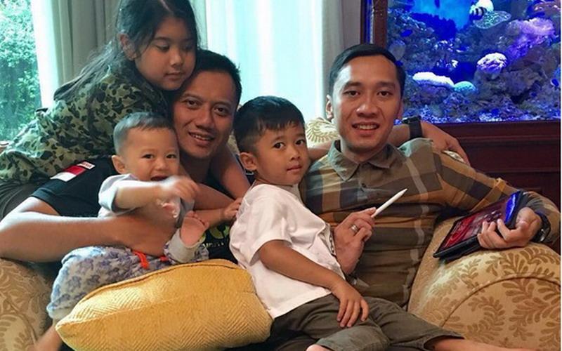 https: img-z.okeinfo.net content 2016 09 08 196 1484686 intip-aksi-seru-anak-dan-cucu-sby-bikin-gemas-Tfj9sZpXB9.jpg