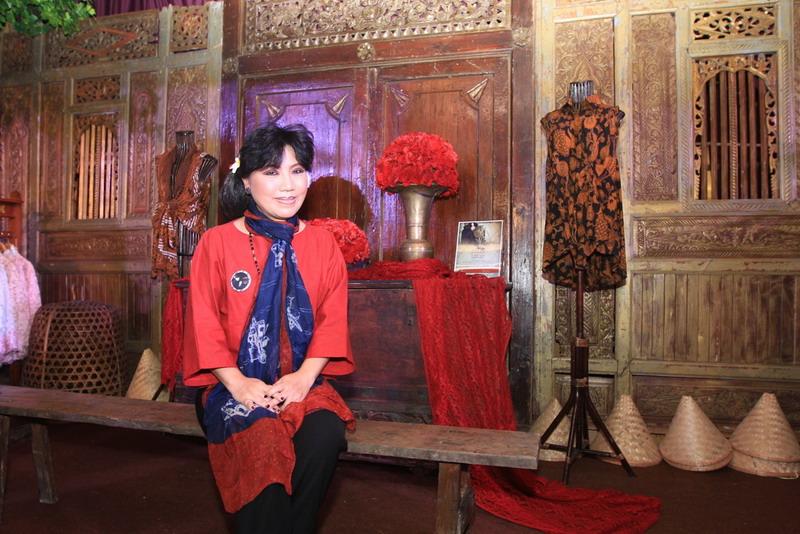 https: img-z.okeinfo.net content 2016 10 06 194 1507401 mimpi-27-tahun-anne-avantie-hadirkan-pasar-tiban-batik-nQZ1QQVK67.jpg