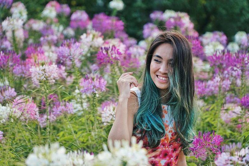 https: img-z.okeinfo.net content 2016 10 06 406 1508145 foto-sambangi-korsel-wanita-cantik-ini-habiskan-waktu-di-taman-bunga-di3zFmFqGO.jpg