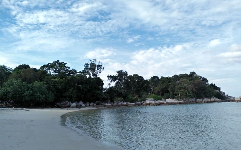 https img z.okeinfo.net content 2016 10 19 406 1518852 menengok keindahan tersembunyi di pantai trikora tn2NjpPDtS.jpg