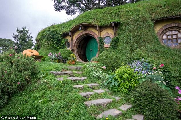 https: img-z.okeinfo.net content 2016 10 26 406 1525304 kini-wisatawan-dapat-tidur-di-rumah-hobbit-R3NbfY5zsX.jpg