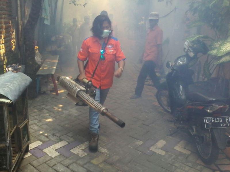 https: img-z.okeinfo.net content 2016 10 30 519 1528100 rescue-perindo-gelar-fogging-warga-surabaya-senang-SHFMV2JRyy.jpg