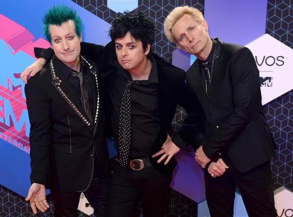 https img z.okeinfo.net content 2016 11 07 597 1534891 dnce hingga green day warnai red carpet mtv ema 2016 JvByrlMBVc.jpg