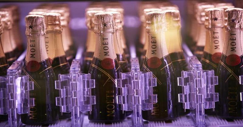 https: img-z.okeinfo.net content 2016 11 08 298 1536240 wow-di-london-beli-champagne-bisa-lewat-vending-machine-dX2FIaWkUE.jpg