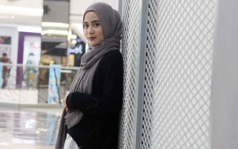 https: img-z.okeinfo.net content 2016 11 10 194 1537789 tutorial-hijab-untuk-si-wajah-bulat-ala-restu-anggraini-8dLyk2wpqj.jpg