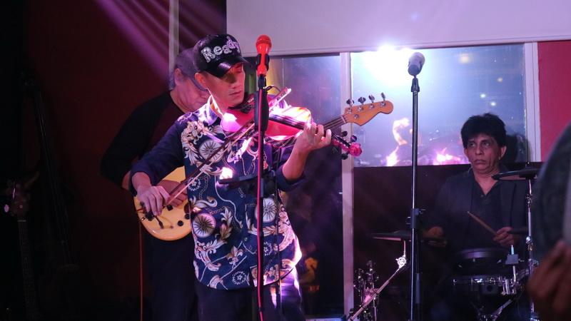 https: img-z.okeinfo.net content 2017 01 02 205 1580940 violinis-hendri-lamiri-garap-album-bareng-pemain-saxophone-amerika-danny-lerman-DktAJiZbgB.jpg