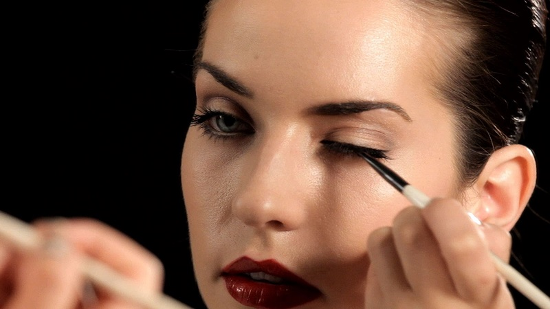 https: img-z.okeinfo.net content 2017 01 09 194 1586816 tips-memilih-eyeliner-kenali-jenisnya-lebih-dulu-QubGQxBxoe.jpg