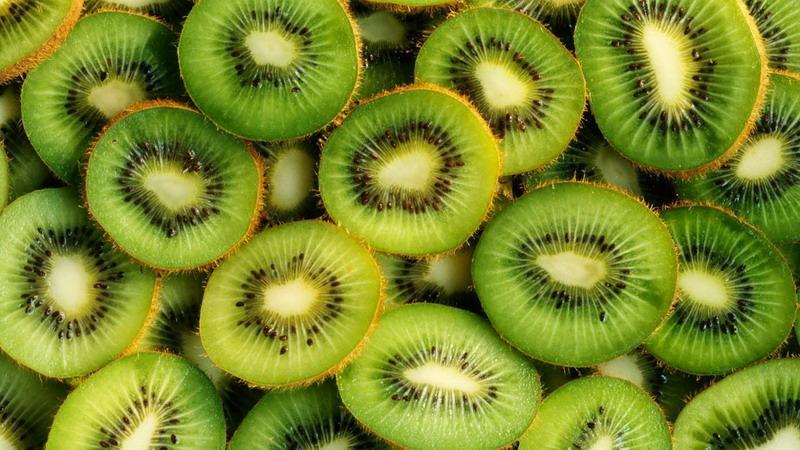 https: img-z.okeinfo.net content 2017 01 09 481 1587133 berikut-deretan-buah-kaya-vitamin-c-selain-jeruk-W9jzh4cxHj.jpg