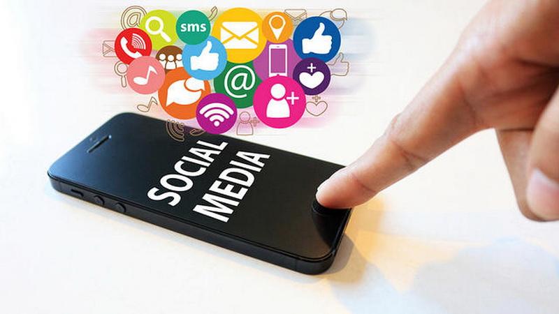 https: img-z.okeinfo.net content 2017 01 16 340 1592501 gubernur-kalbar-larang-pns-dan-pejabat-gunakan-media-sosial-1GRiGR7Xwv.jpg