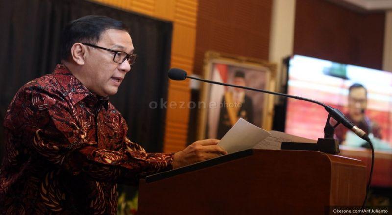 https: img-z.okeinfo.net content 2017 02 13 20 1617029 gubernur-bi-pamerkan-ekonomi-indonesia-di-depan-bj-habibie-43rVY0m2ha.jpg
