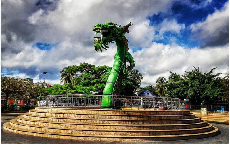 https img z.okeinfo.net content 2017 02 15 406 1618709 sejarah patung naga yang jadi simbol kota bau bau 1u904kx3Jd.jpg