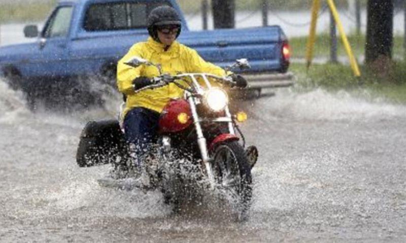 https: img-z.okeinfo.net content 2017 02 22 15 1625434 dampak-buruk-jika-motor-sering-kena-hujan-wskYKX02GD.jpg