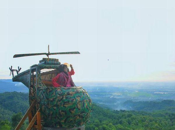 https: img-z.okeinfo.net content 2017 03 10 406 1639875 lucunya-helikopter-di-puncak-watu-goyang-yogyakarta-9NLFZYWKNG.JPG