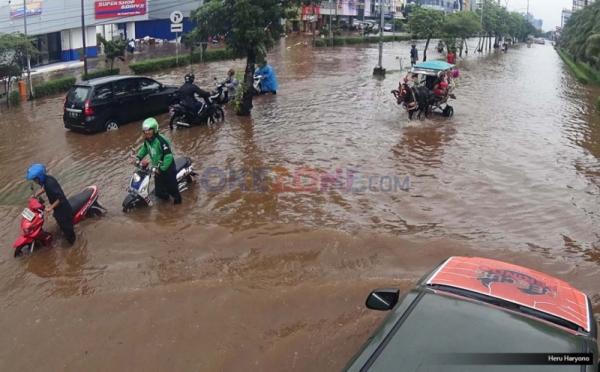 https: img-z.okeinfo.net content 2017 03 23 338 1649748 waduh-rawa-buaya-dan-duru-kosambi-terendam-banjir-IvUEF5RGTO.jpg
