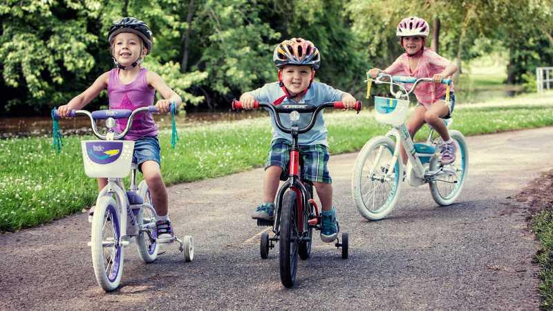 https: img-z.okeinfo.net content 2017 04 08 481 1662361 4-manfaat-ajak-anak-main-sepeda-di-akhir-pekan-woqHwFUR7M.jpg