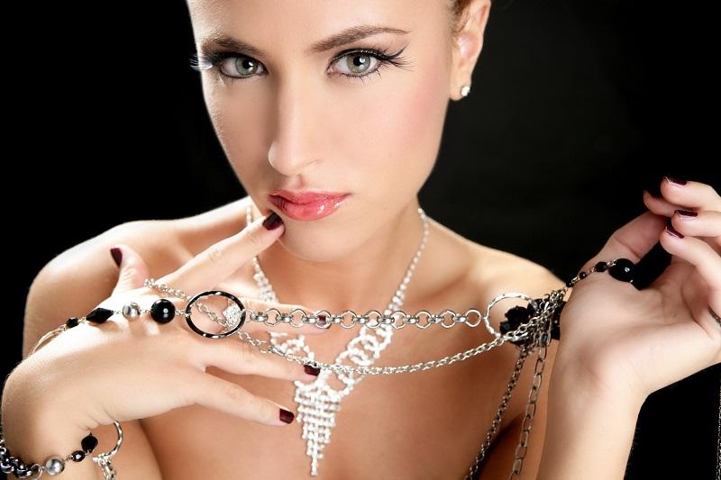 https: img-z.okeinfo.net content 2017 04 17 194 1669816 simak-cara-tepat-merawat-perhiasan-dari-perak-7SQE2c5NBo.jpg
