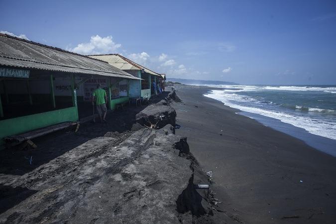 https: img-z.okeinfo.net content 2017 04 19 340 1671226 warga-bengkulu-khawatirkan-abrasi-pantai-barat-sumatera-paLg2O0TUY.jpg