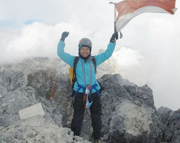 https img z.okeinfo.net content 2017 04 20 406 1672563 hari kartini 2017 mampu gapai puncak tertinggi dunia buktikan perempuan indonesia hebat RpnIjDeWa8.JPG