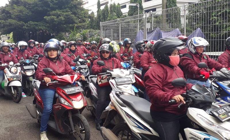 https: img-z.okeinfo.net content 2017 04 21 278 1673259 hari-kartini-bei-kedatangan-150-lady-bikers-RhqtH2GEPv.jpg