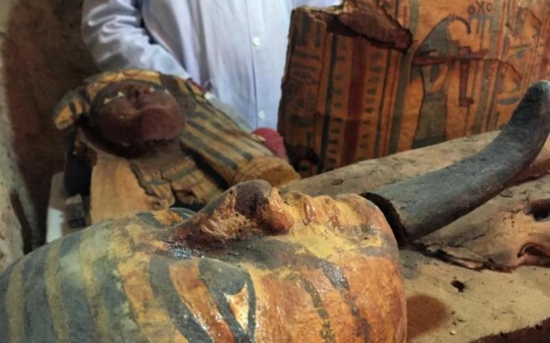 https: img-z.okeinfo.net content 2017 04 21 406 1673513 wow-8-mumi-berusia-3-500-tahun-telah-ditemukan-di-mesir-WdWBL9xhog.jpg