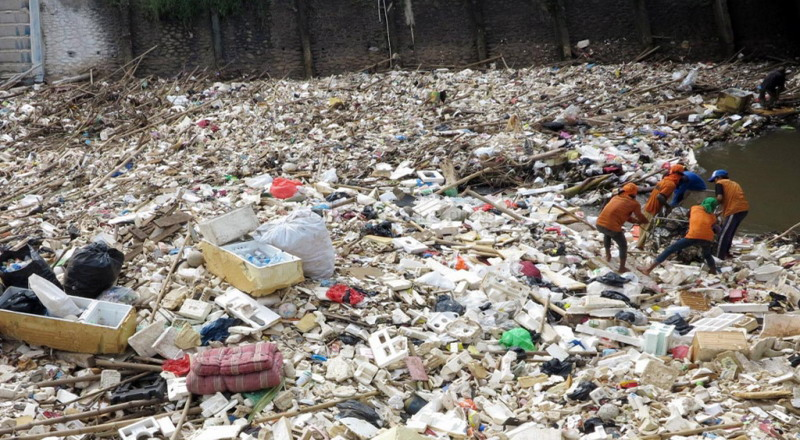 https: img-z.okeinfo.net content 2017 04 25 519 1675835 wow-pemkab-bangkalan-anggarkan-rp4-7-miliar-demi-kelola-sampah-gdaIDYMikl.jpg
