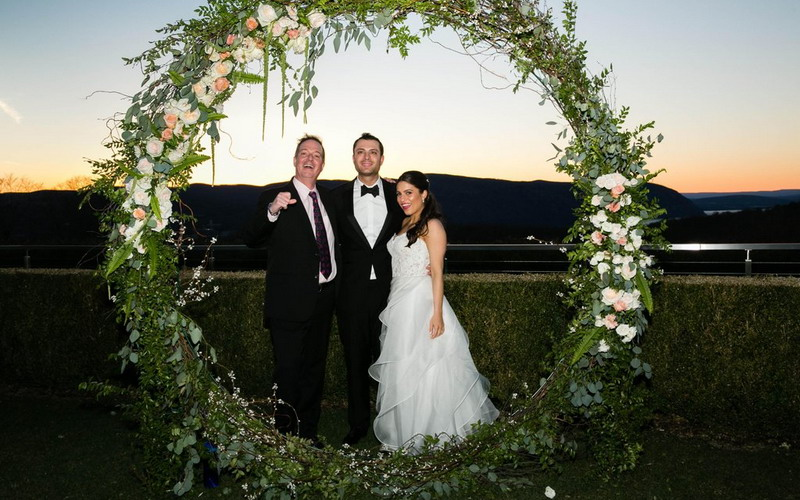 https img z.okeinfo.net content 2017 04 27 196 1677683 sibuk siapkan pernikahan jawab ini dulu sebelum booking wedding vendor UitcyHJhY3.jpg